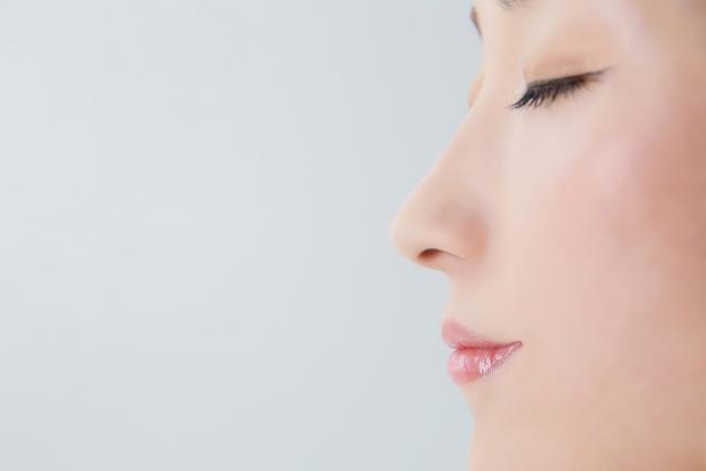 大人ニキビが鼻の位置に出来る場合