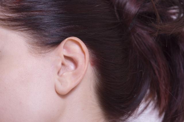 大人ニキビが目と耳の位置に出来る場合