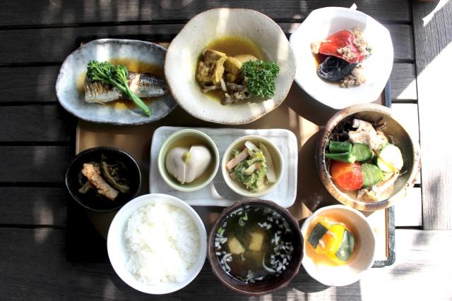 大人ニキビに効果的な栄養素と食べ物
